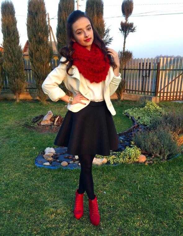 Blogerek Piankowa spódnica i czerwone lity
