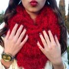 Piankowa spódnica i czerwone lity