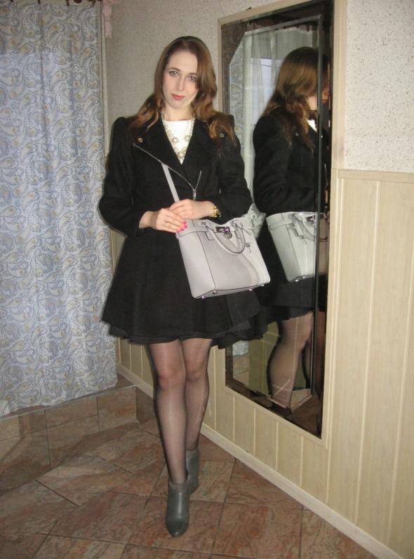 Eleganckie Rozkloszowany płaszczyk i spódnica