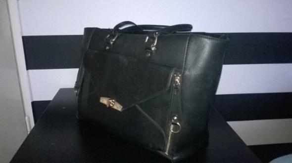 Czarna torebka duża