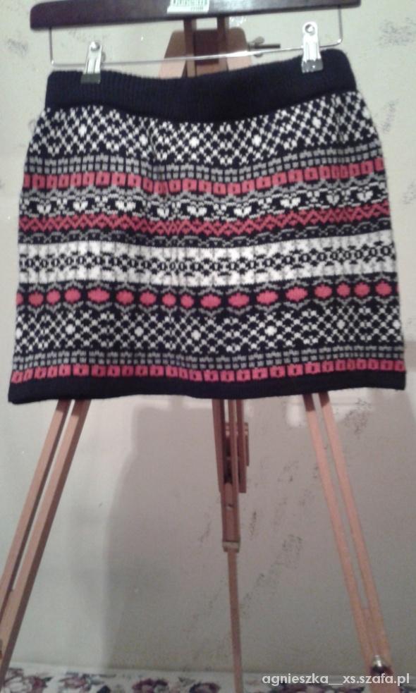 Spódnice mini ciepła we wzory 38 40