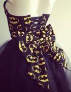 Sukienka ROZKlOSZOWANA BATMAN