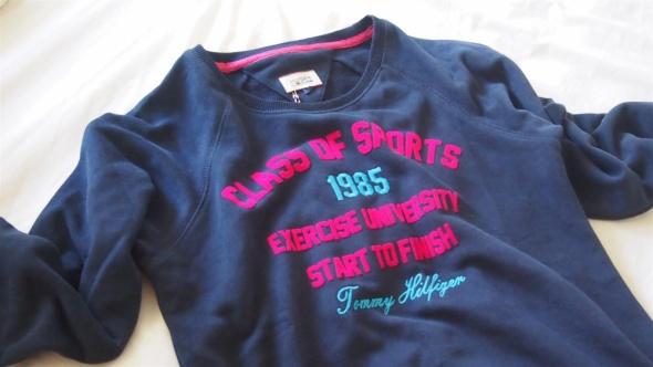 Czarna bluza z nadrukiem Tommy Hilfiger s w Bluzy Szafa.pl