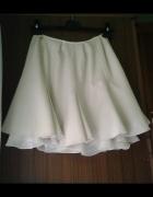 Rozkloszowana spódniczka mini
