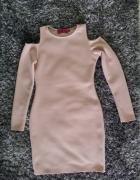 Sukienka dopasowana boohoo kremowa pudrowa odkryte