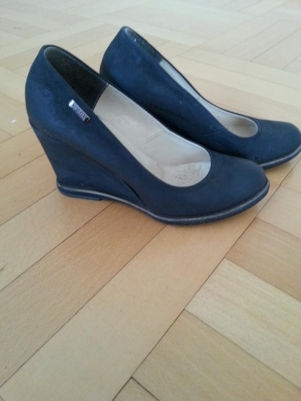 8e06f60165b0a Skórzane czarne buty na koturnie rozmiar 36 w Czółenka - Szafa.pl