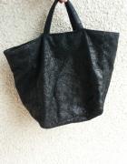 Czarna torba do ręki