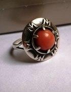 Stary pierścionek z antykwarycznym koralem