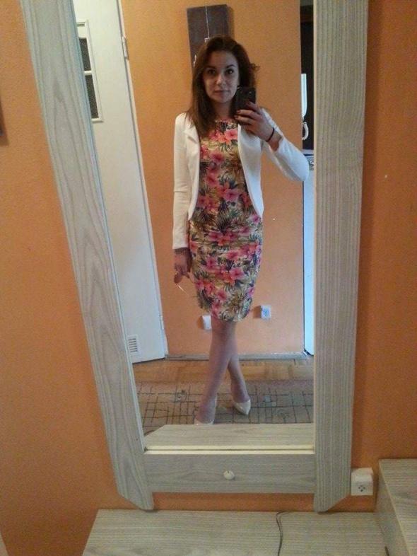 sukienka w kwiaty zara...