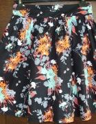 Rozkloszowa spódnica w kwiaty
