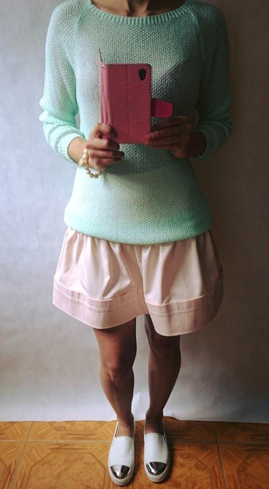 Codzienne Pastelowy sweterek z satynową kokardką i spódniczk