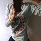 Bluzka i satynowa sztywna spódniczka