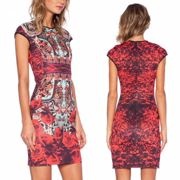 Kolorowa sukienka w róże