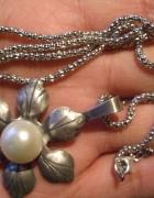 Srebrny wisior z naturalną perłą