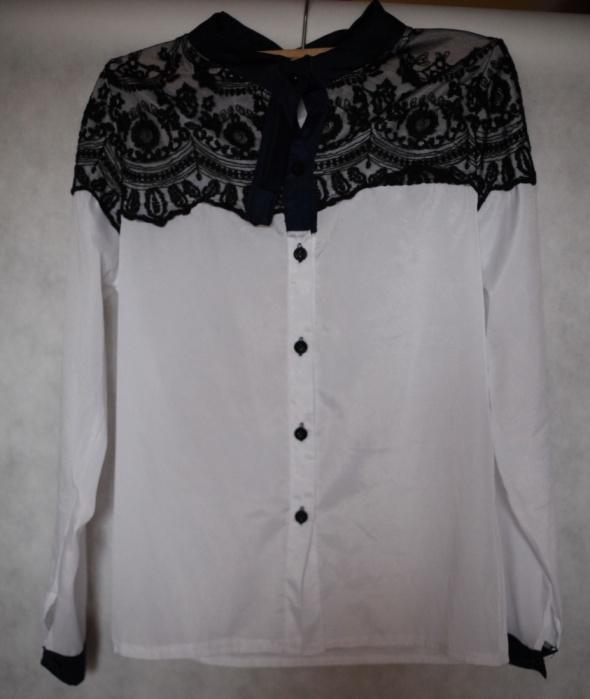 Lekka koszula z koronką