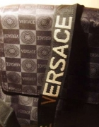 Listonoszka Versace...