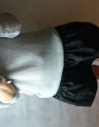 Sweterek z satynową kokardką...