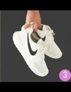 Nike Roshe Run białe z czarnym znaczkiem...