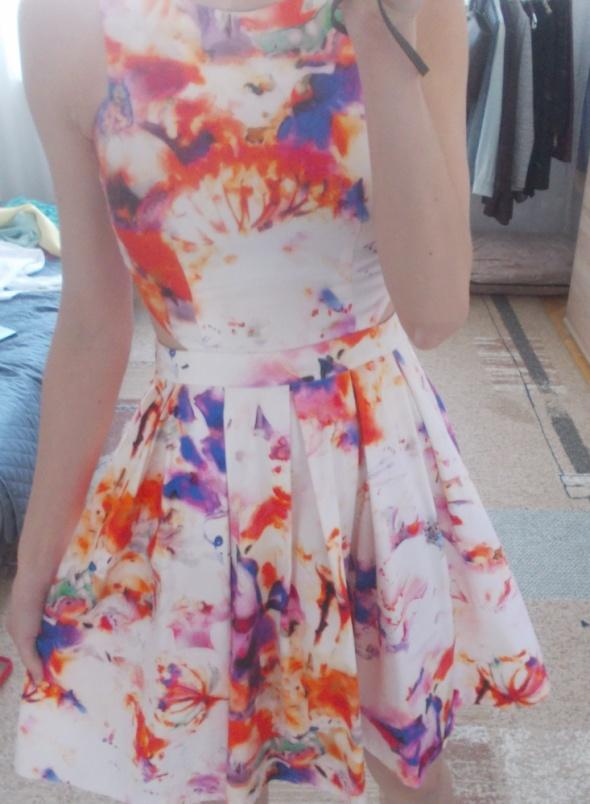 Sukienka Mohito kwiaty rozkloszowana XS