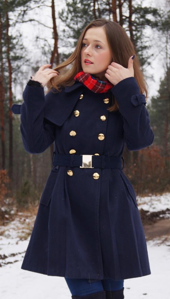 Blogerek Granatowy płaszcz ze złotymi guzikami