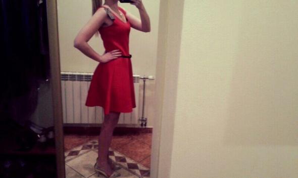 Eleganckie czerwona sukienka
