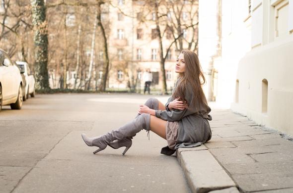 Romantyczne Grey Coat & Over the Knee Boots