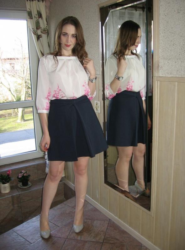 Eleganckie Trapezowa spódnica z kontrafałdą