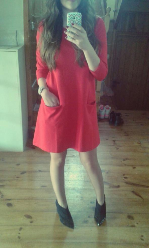 Eleganckie Mała czerwona na wiosnę