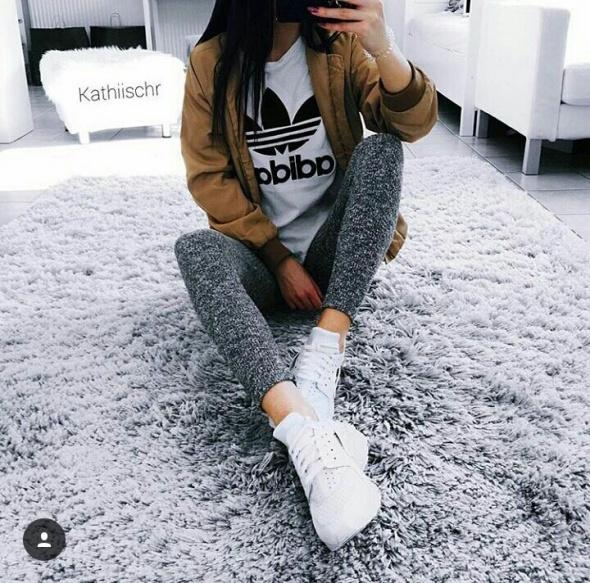 Codzienne Stylizacja z bluzka Adidas