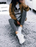 Stylizacja z bluzka Adidas