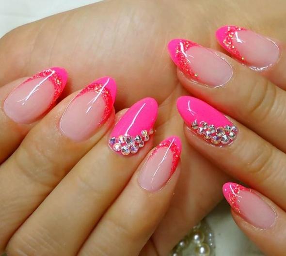 Paznokcie Piękne paznokcie z różowymi końcami