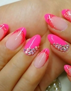 Piękne paznokcie z różowymi końcami