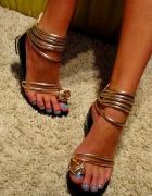 złote sandałki...