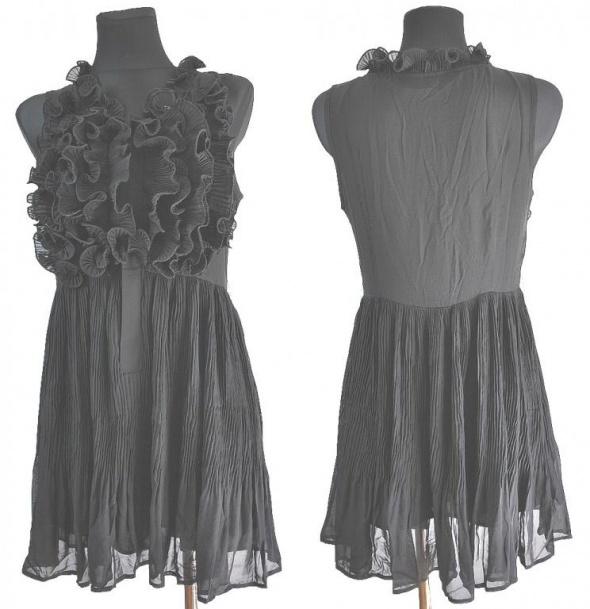 Suknie i sukienki Czarna sukienka z żabotami