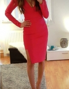 czerwona asymetryczna dopasowana sukienka
