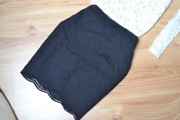 Spódnice HM koronkowa czarna spódniczka mini 38