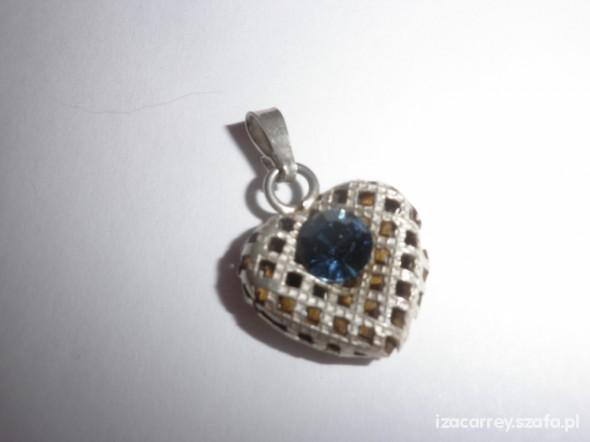 Ażurowe serce z błękitnym oczkiem