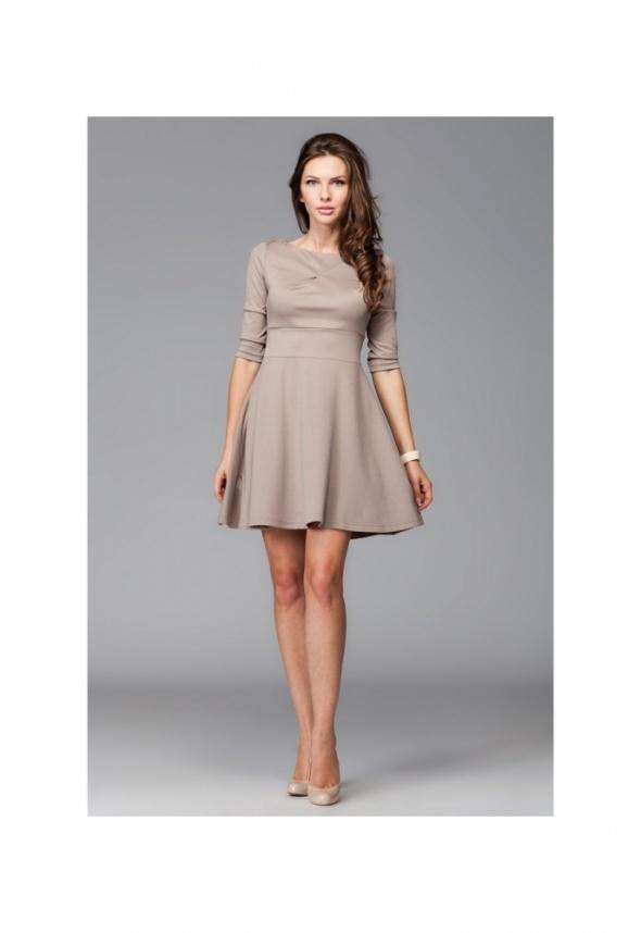 487cb19506 Rozkloszowana sukienka z rękawem 3 4 M081 Figl w Suknie i sukienki ...