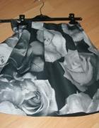 Piankowa spódnica w kwiaty Pull&Bear