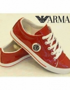 Czerwone lakierowane Armani