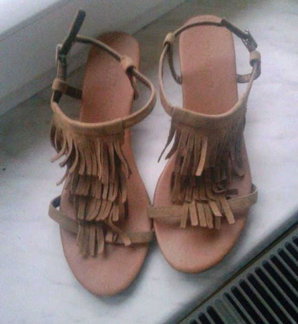 Sandałki z frędzlami