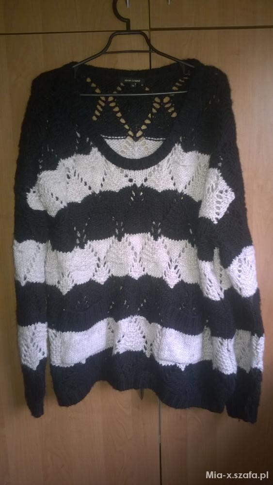 Czarno biały sweter z dziurami XL River Island...