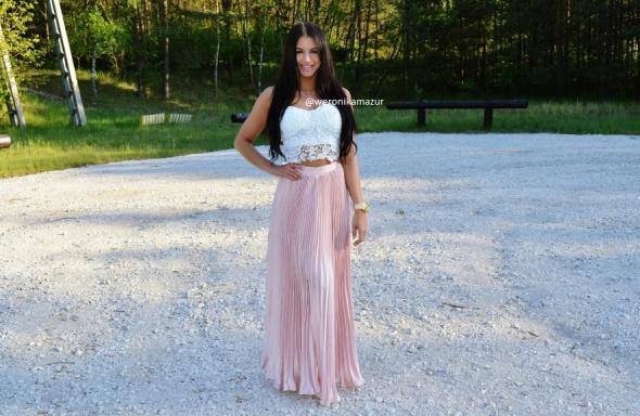 Blogerek pudrowy róż maxi spódnica