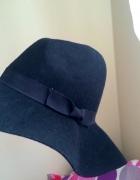 Piękny minimalistyczny kapelusz...