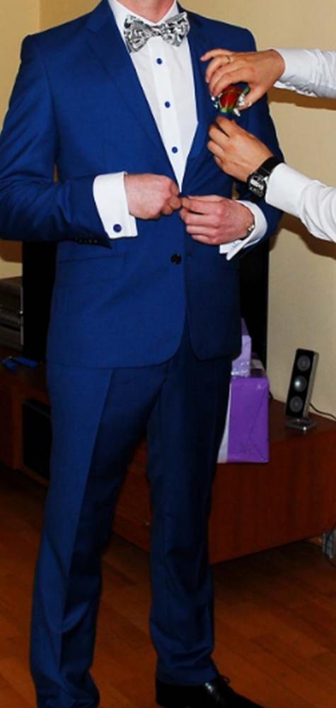 7c86c732b5097 Piękny niebieski garnitur ślubny w Komplety - Szafa.pl