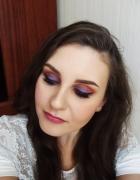Makijaż w kolorze fioletu...