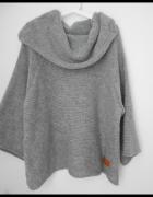 szary sweter U