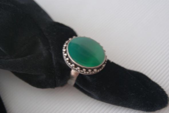 Unikalne Srebrny pierścionek z jadeitem w Pierścionki - Szafa.pl ZU04
