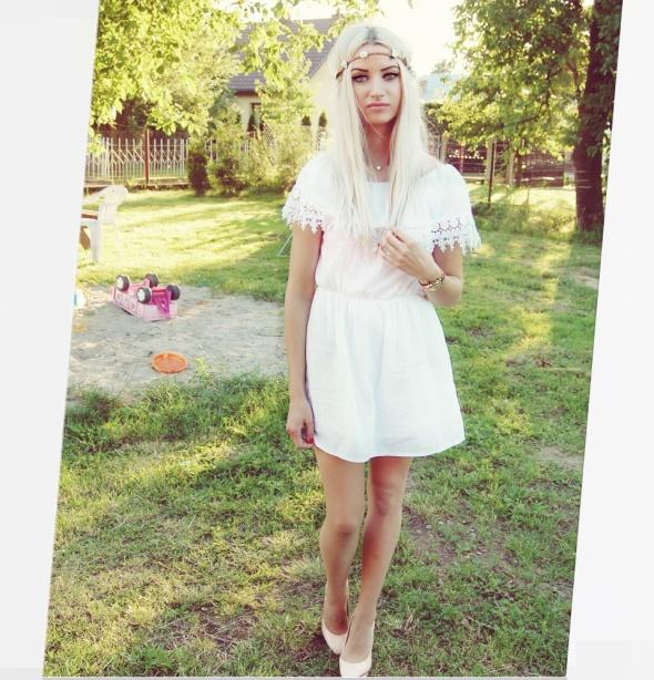 Codzienne sukienka biała boho różyczki