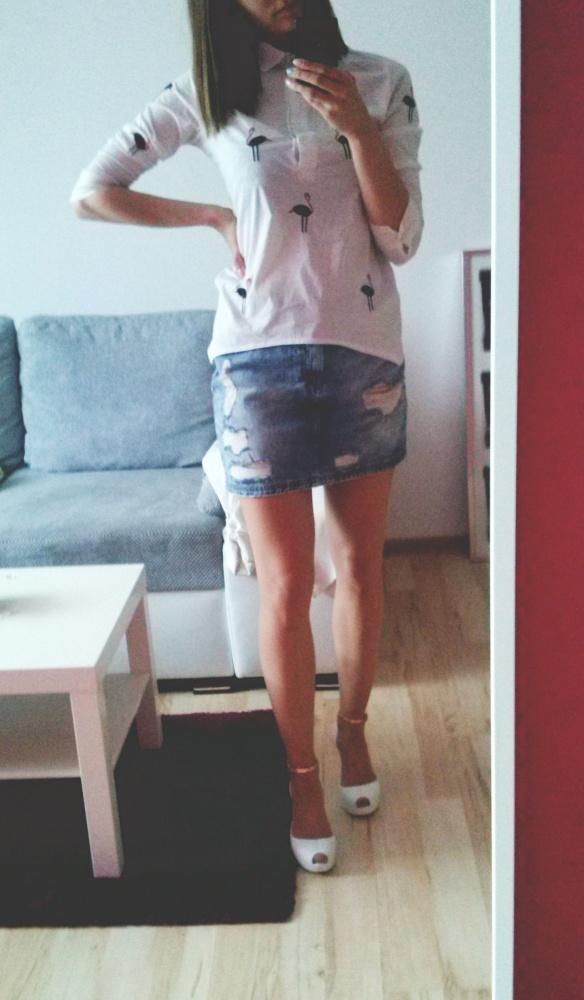 biała koszula jeansowa spódnica